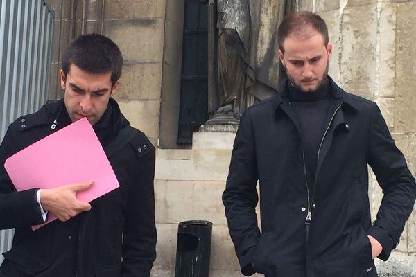 Maxime Beux et son avocat à la sortie du tribunal de Reims
