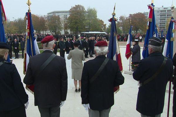 Cérémonie du souvenir au monument aux morts, rond-point Edmond Michelet, à Dijon, lundi 11 novembre 2019.