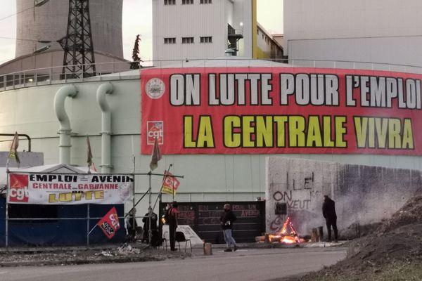 Les manifestants qui risquent de fortes amendes se défendent d'occuper le site A. POITEVIN / FTV