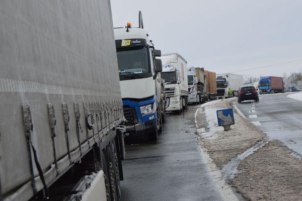 Les camions bloqués à Saint-Calais, le 7 février 2018
