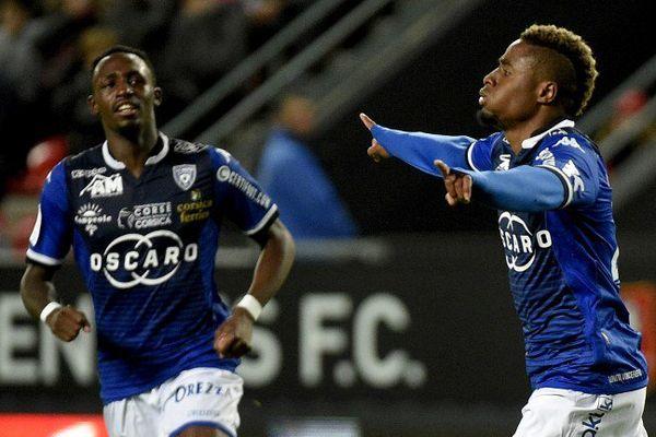 ARCHIVES - L'attaquant international guinéen de Bastia François Kamano (D) doit s'engager avec Bordeaux.