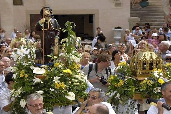 Montpellier - la statue de Saint-Roch lors des célébrations - archives