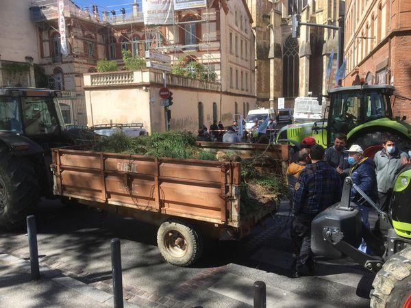 Les agriculteurs sont arrivés aux abords de la préfecture de Toulouse.