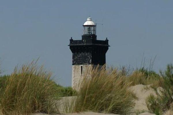 Le phare de l'Espiguette, monument historique, est situé sur un site naturel classé du Gard