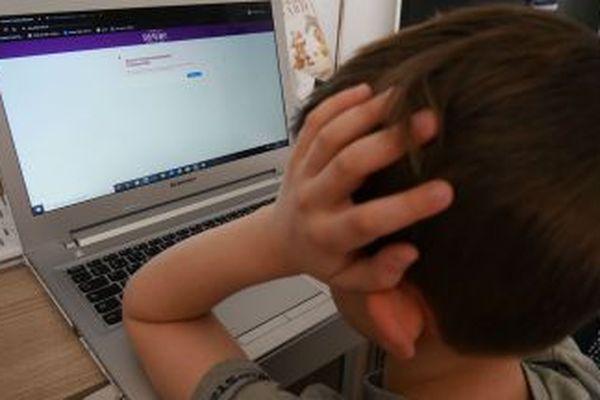 En Bourgogne, près de 275 000 élèves sont concernés par les cours en ligne.