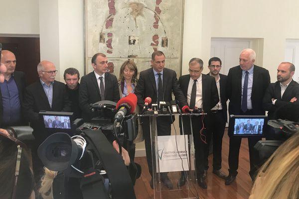 Gilles Simeoni et Jean-Guy Talamoni ont appelé Emmanuel Macron à venir s'exprimer à l'Assemblée de Corse, jeudi 4 avril.