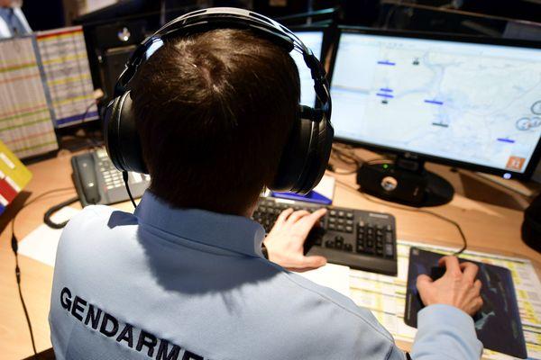 Au centre opérationnel de la gendarmerie des Côtes-d'Armor, 2 appels sur 3 sont en lien avec le coronavirus.