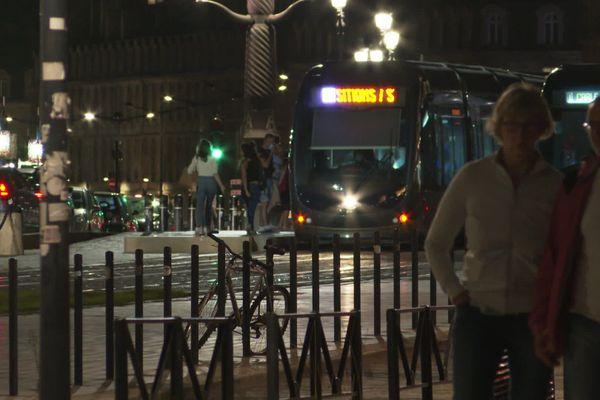 Bordeaux est le théâtre de violences devenues fréquentes depuis un an. Certaines personnes ont désormais peur de rentrer seule chez elle en particulier la nuit.