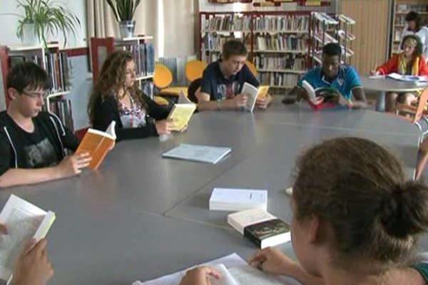 Les 36 élèves de seconde devront lire au moins deux livres de la sélection chacun.