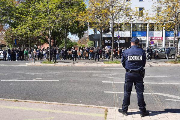 Montpellier - des manifestants devant l'hôtel central de police - 19 avril 2021.