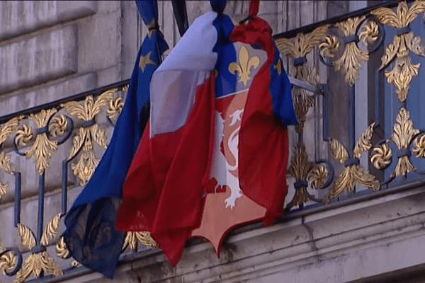 Sur le fronton de l'Hôtel de Ville de Lyon