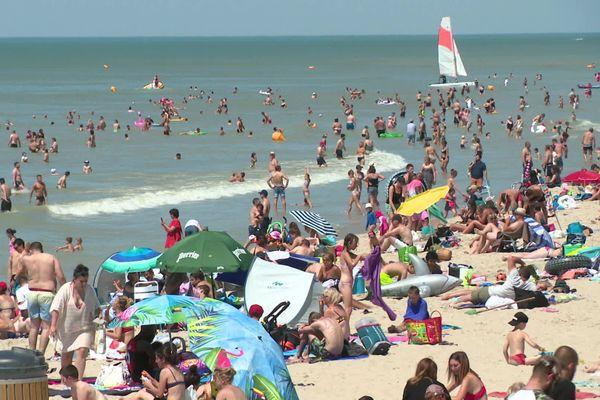 L'affluence des vacanciers sur la plage de Fort-Mahon fin juin 2020