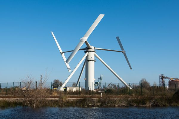 Projet Nenuphar, une éolienne off-shore, sur le terminal pétrolier de Fos-sur-mer