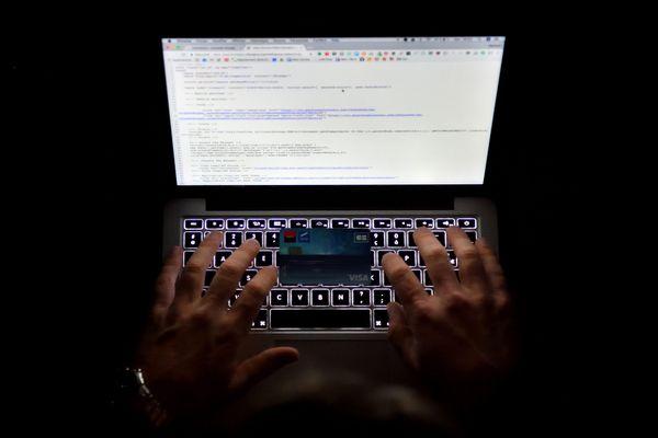 Un internaute s'apprête à fournir ses informations de carte bleue sur internet - Photo d'illustration