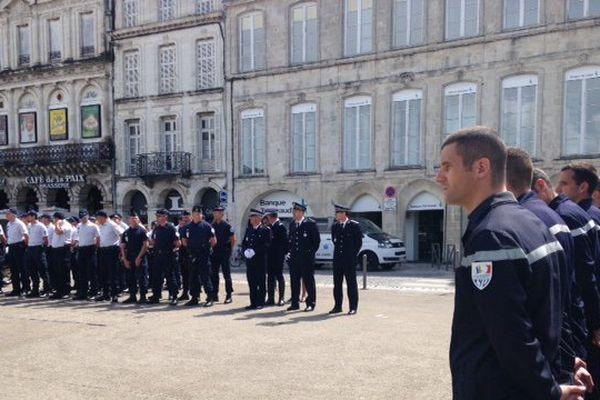 L'hommage rendu à La Rochelle aux deux policiers tués à Magnanville (78).