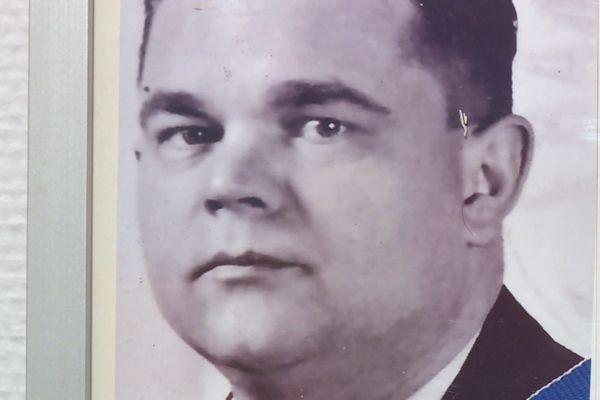 Le Dr Jean François Long était un résistant, l'une des premières victimes de la milice qui supplantait la Gestapo  dans le quartier de Montchat à Lyon. Né en 1906 en Haute-Savoie, Jean Long a été assassiné le 23 octobre 1943.