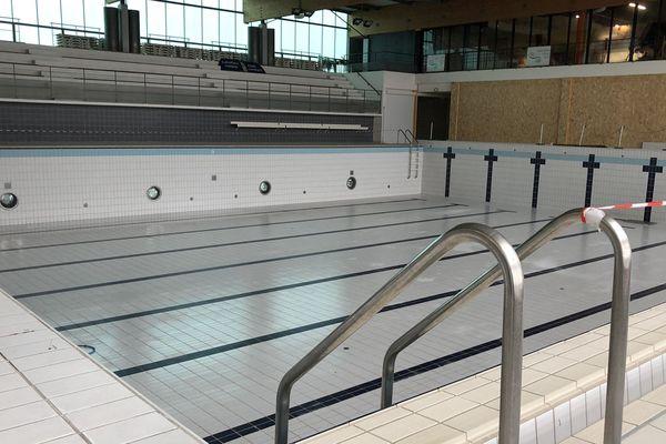 L'évacuation des bassins, représentant près de 2 000 m3 d'eau, a inondé les sous-sols sous 1,20 m d'eau.