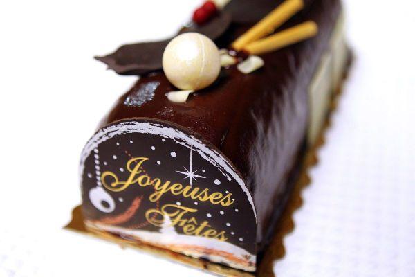 Incontournable, la bûche de Noël sera l'invitée de nombreuses tablées françaises lors des fêtes de fin d'année.