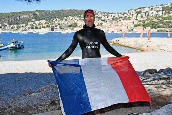 Morgan Bourc'his a décroché un 3e titre mondial d'apnée à Villefranche-sur-Mer.