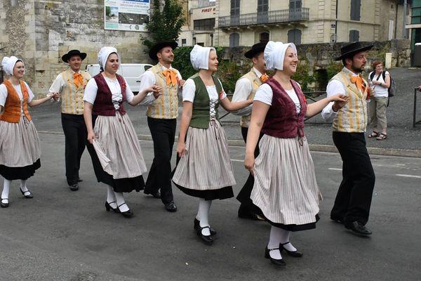 Cette troupe originaire de Confolens (Charente) découvre pour la première fois les joies de la Félibrée.