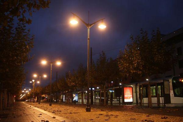 Les lumières publiques allumées durant la nuit à Illkirch, voilà une photo qui appartiendra bientôt au passé