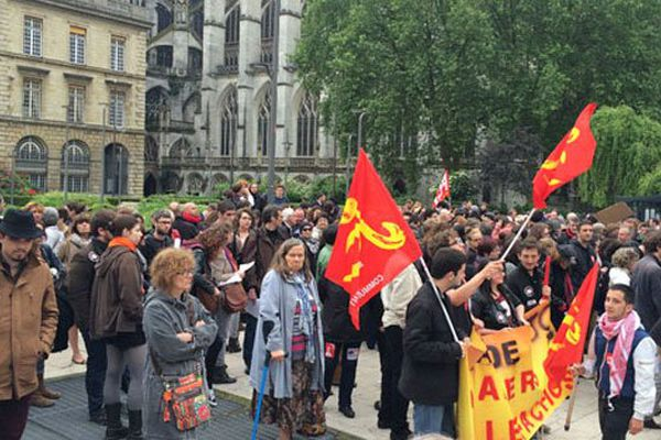 Le rassemblement place de l'hôtel de ville à Rouen