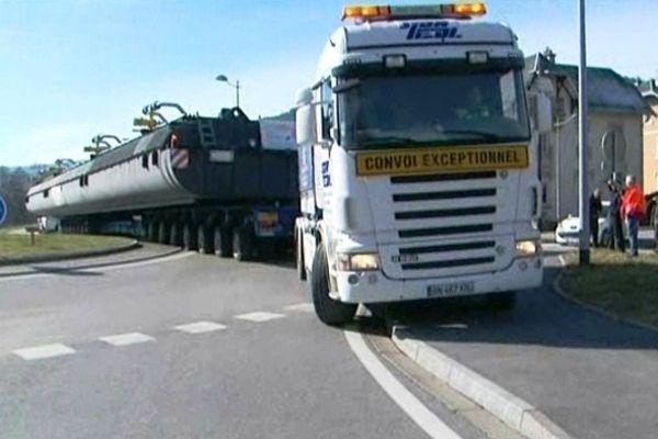 200 tonnes sur roues ne sont pas aisées à manoeuvrer !