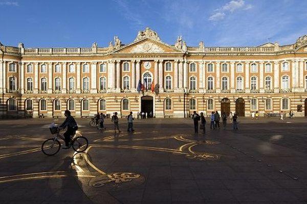 La ville de Toulouse met à disposition des médecins des lieux culturels comme des MJC et des salles de spectacles.