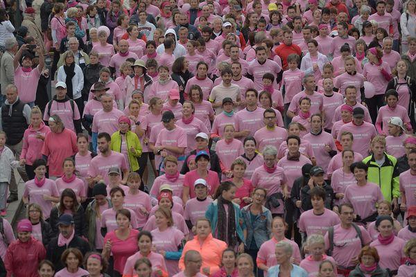 """Une marche """"rose"""" pour dire oui au dépistage du cancer du sein."""