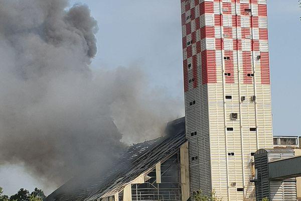 Le silo à grains après l'explosion, ce mercredi matin