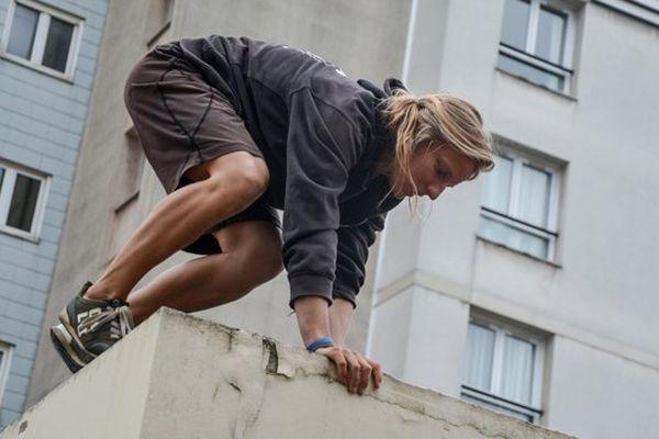 Charlotte Dequevauviller pratique le Parkour depuis 6 ans.