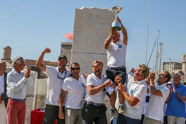 """Guy Claeys, propriétaire et skipper du bateau """"Expresso II"""" et son équipage ont été sacrés ce dimanche à Marseille champion d'Europe IRC."""
