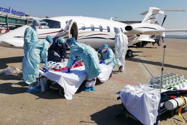 Les premiers patients atteints de Covid 19 et provenant de Bourgogne-Franche-Comté sont arrivés dans les hôpitaux d'Auvergne samedi 28 mars.