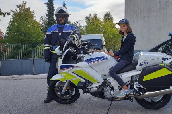 Joséphine 9 ans et déjà la vocation d'entrer dans la police