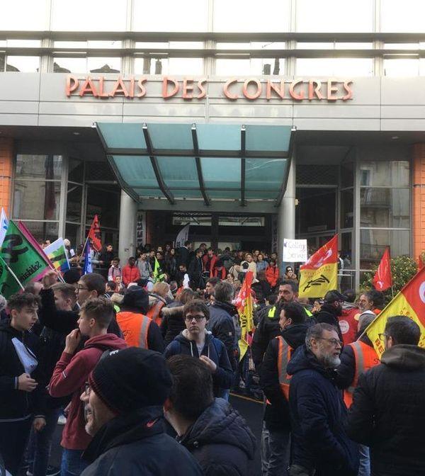Départ de la manifestation, rejointe par les lycéens de Jean Moulin à Béziers