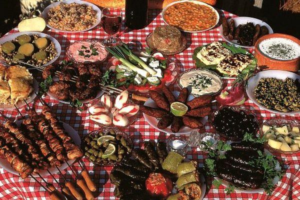 Ce rendez-vous à Torcy est l'occasion de déguster des spécialités venus de pays de l'UE. Ici, de la cuisine chypriote.