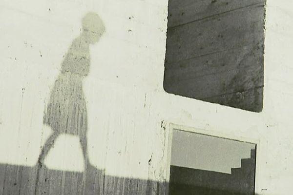 """""""Unité d'habitation Nantes-Rezé"""" de Le Corbusier, photographiée en 1952 par Lucien Hervé"""