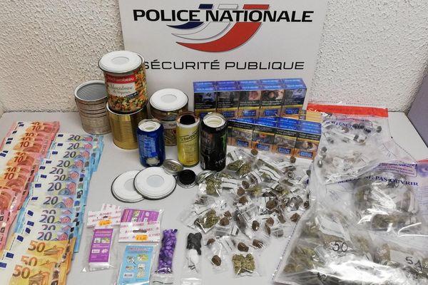Des boîtes de conserve à double fond servaient de cachette pour la drogue - janvier 2020