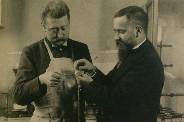 Sur cette photo, Camille Guérin (à gauche), vétérinaire et co-découvreur du BCG (Bacille de Calmette et Guérin) avec Albert Calmette.