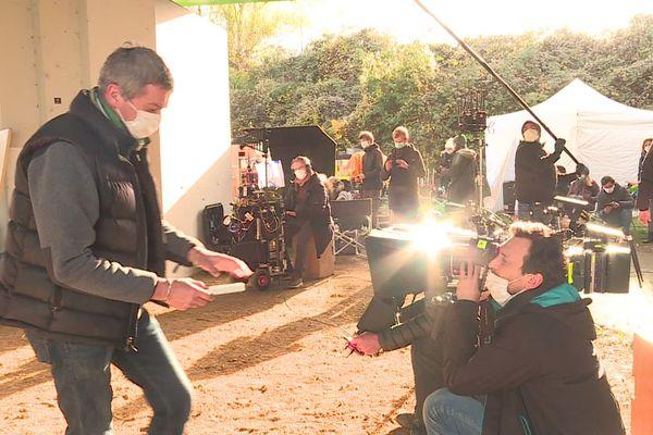 """Le réalisateur Philippe Claudel était en tournage sur les rives de Meurthe à Nancy vendredi 20 novembre. Il adapte """"Le bruit des trousseaux"""" pour un téléfilm diffusé sur France 2."""
