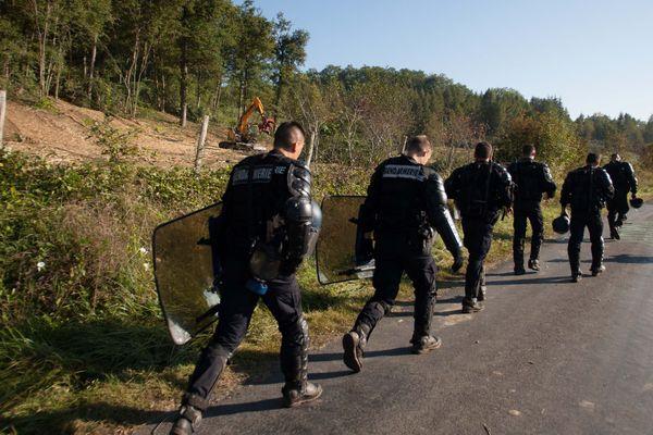 Des gendarmes mobiles sur le site de Sivens