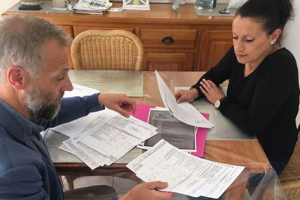 Christèle, licenciée de chez Cora à Saint-Jouan des Guerets pour avoir refusé de travailler le dimanche. Avec un juriste de la CFTC.