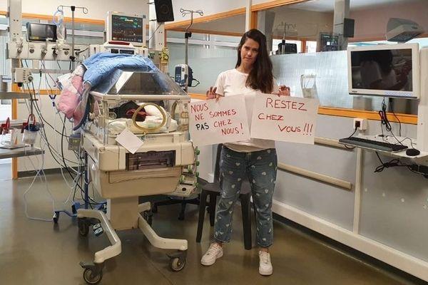 Laurie, bloquée avec son fils, Andria, né à 28 semaines, à l'hôpital de Marseille, le martèle. Il faut respecter le confinement