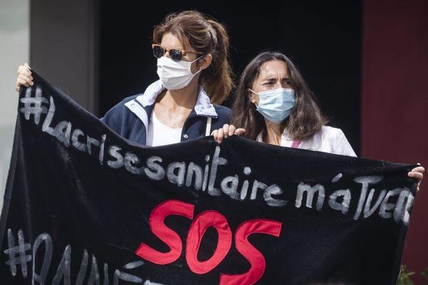 La crise sanitaire du Covid a conduit à de nombreux licenciements dans tous les secteurs de l'économie en France. (Illustration, 30 juin 2020, manifestation de la CGT à Paris).