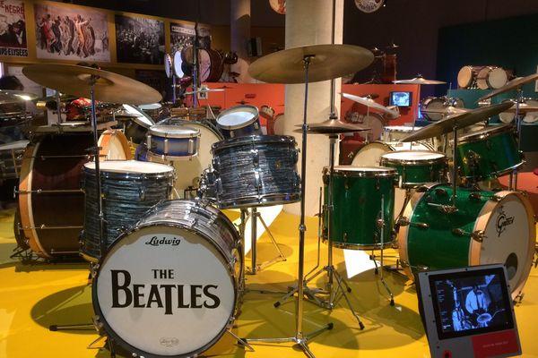 De son origine américaine au XIXème siècle jusqu'aux années 60, l'histoire de la batterie est à découvrir jusqu' au 31 décembre 2017 au Musée des Musiques populaires de Montluçon.