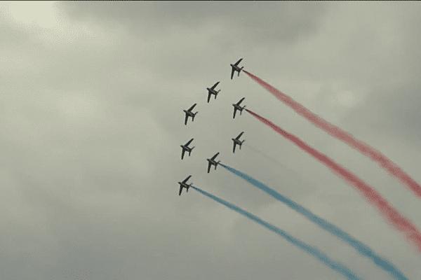 La Patrouille de France laisse échapper les couleurs du drapeau tricolore