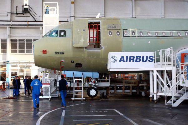 Grâce aux négociations, les départs ne devraient finalement se faire que sur la base du volontariat chez Airbus.