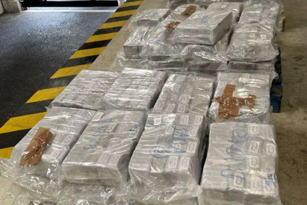 Millau (Aveyron) - C'est dans un camion frigorifique transportant des sacs de granulés pour l'industrie que les douaniers ont trouvé le cannabis - mai 2021.