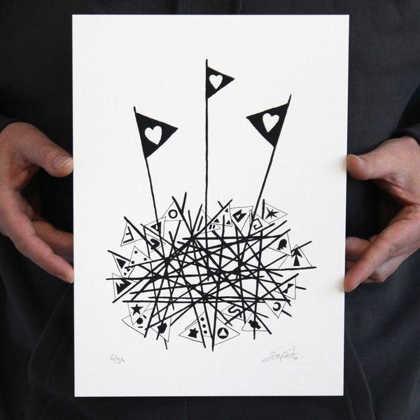 """L'artiste installé à Toul travaille actuellement sur un projet qu'il a baptisé """"divergences pacifistes"""" qui interroge également sur les rapports sociaux en France."""