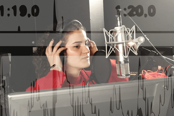 Niam, étudiante à Polytech Lille, chante sur le titre I Keep Counting composé via l'intelligence artificielle par des chercheurs de Lille et Amiens